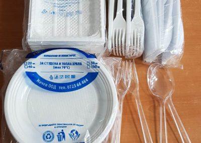 Пластмасови чинии и прибори за хранене